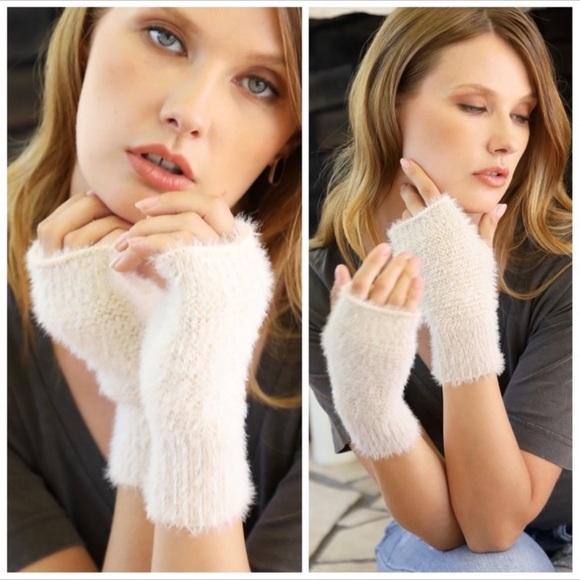 Ivory soft eyelash fingerless gloves